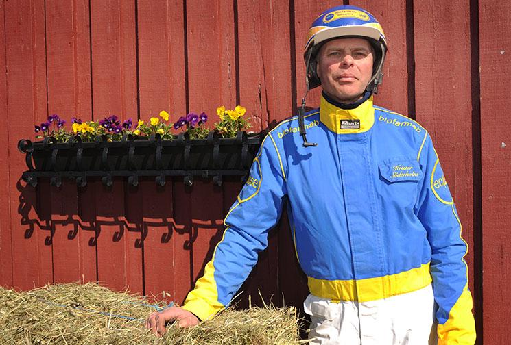 Krister Söderholm utanför sitt stall på Umåker