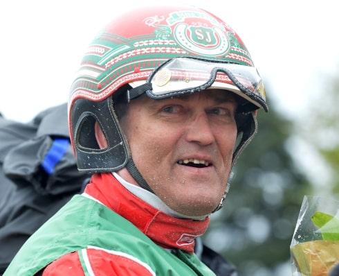 Steen Juul har fem hästar i Danskt Travderby