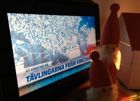 Travet från Paris rör om i den svenska julefriden