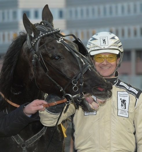 Magnus Jakobssons stjärnämne Charlock Wiking tillbaka