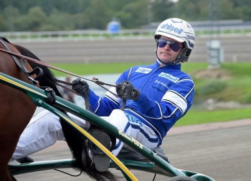 Erik Adielsson har växlat ut tränarlicens