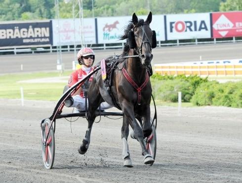 Guzz Mearas tog femte segern i tionde starten