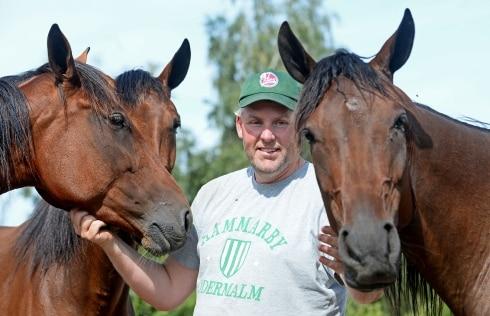 Ulf Stenströmer selar ut en trio
