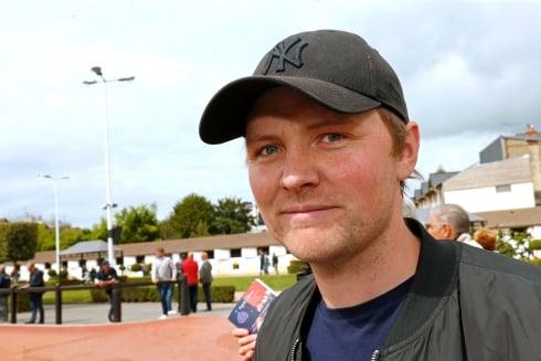 Martin P Djuse flyttar hem från Frankrike